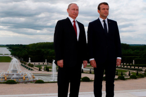 マクロン仏大統領、露のG8回帰はウクライナ情勢解決が条件と説明