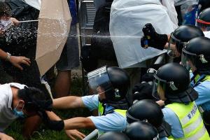 Полиция Гонконга взяла в осаду Политехнический университет