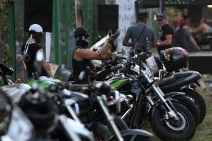 Черкаська поліція встановлює особи байкерів, які побили молоде подружжя