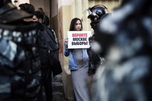 В России пикетировали за честные выборы, есть задержанные