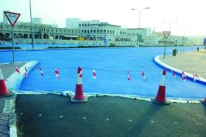 У Катарі перефарбували дорогу у синій колір для зниження температури асфальту