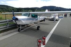 У Хорватії літак екстрено сів на головній автомагістралі