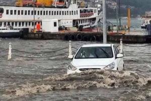 Сильні зливи у Стамбулі: загинула одна людина