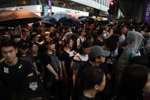 Десятки тисяч людей знову вийшли на протестну ходу у Гонконгу