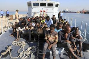 Судно з біженцями Open Arms відмовилося йти в Іспанію