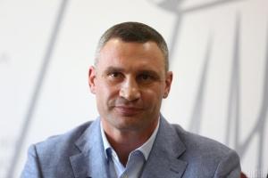 Кличко показав, як у Києві прибирають незаконну рекламу
