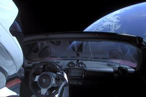 Tesla Roadster здійснив перший політ навколо Сонця