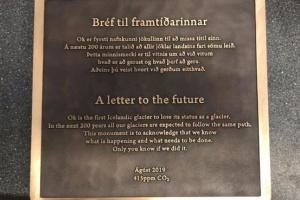 В Ісландії вшанували пам'ять льодовика, який розтанув через зміну клімату