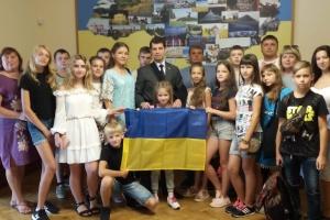 Маленькі українці з Ніжина та Львова, які відпочивають в Латвії, побували в Посольстві України
