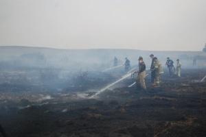 In Oblast Poltawa brennt Torf