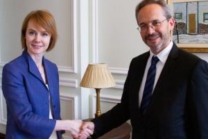 Österreichischer Botschafter überreicht stellvertretender Außenministerin Kopien der Beglaubigungsschreiben