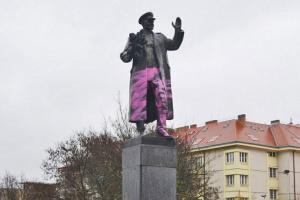 У Празі знову облили фарбою пам'ятник маршалу СРСР