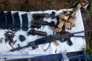 СБУ знайшла схрон зі зброєю у покинутій школі в районі ООС