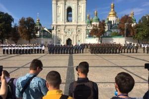 На Софийской площади торжественно подняли Государственный Флаг