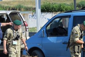 У пунктах пропуску на Донбасі у чергах - 230 автомобілів