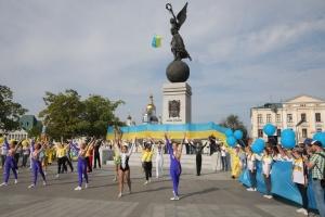 Харьков отпраздновал День Флага танцевальным флешмобом