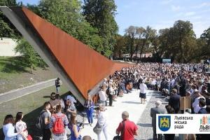 Во Львове открыли первую часть Мемориала памяти Героев Небесной сотни