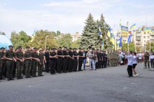 У Слов'янську на День Державного Прапора акапельно заспівали Гімн України