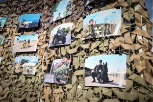 В центре Херсона пограничники представили фотовыставку