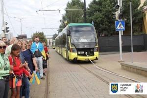 У Львові встановили рекорд з перетягування трамваїв