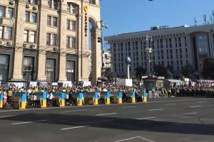 Зеленский на Майдане Незалежности объявил минуту молчания по погибшим