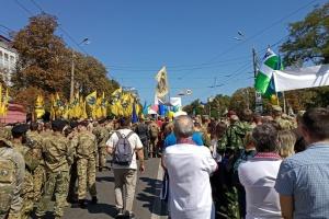 Колонна участников Марша защитников двинулась от парка Шевченко