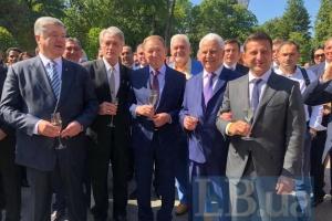 П'ять президентів у Маріїнському палаці: Зеленський проводить святковий прийом