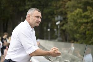 Кличко привітав українців з Днем Незалежності і показав, як змінюється Київ