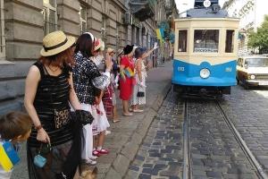 Відреставрований стодесятирічний трамвай запустили у Львові