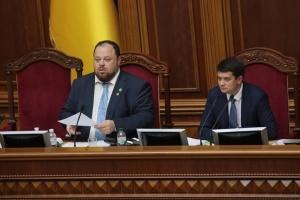 Разумков открыл утреннюю Раду, в зале - 386 депутатов