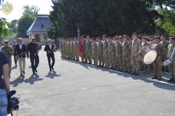 In Lwiw im Donbass gefallene Fallschirmjäger gedacht