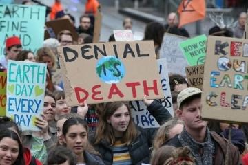 """В Австралії затримали понад 70 """"кліматичних"""" протестувальників"""