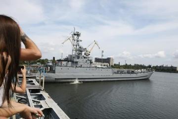 【写真】ミコライウ港に上陸用舟艇「ユーリー・オレフィレンコ」が改修目的で来航