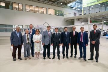 Zelensky visita la compañía de drones en Turquía