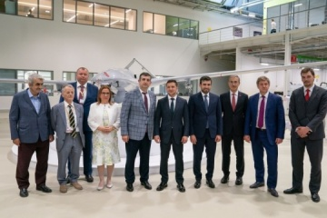 Zelensky visits UAV enterprise in Turkey