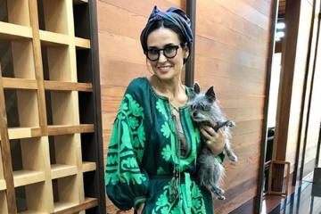 Demi Moor: stylée en vychyvanka ukrainienne