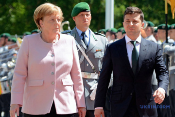 Zelensky, Merkel discuss Russia's possible return to G7