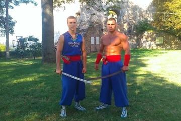 Le hopak de combat, un art martial ukrainien, présenté en France (vidéo)