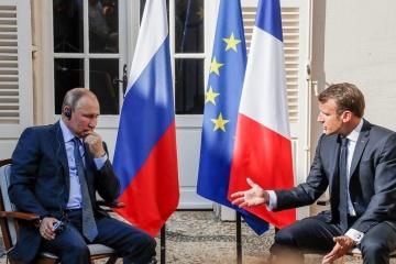 Macron établit un lien entre le retour possible de la Russie au G8 et la situation en Ukraine