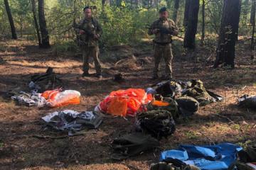 В Украину хотели переправить парашюты из России
