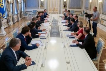 Volodymyr Zelensky s'entretient avec David Malpass, président de la Banque mondiale