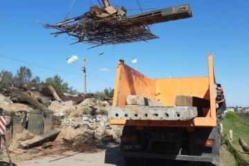 スタニツャ・ルハンシカにて前線防衛施設の解体が継続