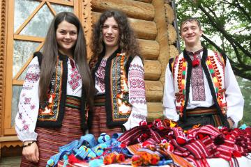 В Вижнице гуцульский фестиваль попытается собрать рекордное количество людей в кептарях