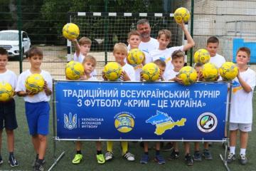 Для детей-переселенцев провели футбольный мастер-класс