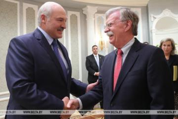 Lukaschenko und Bolton erörtern Lage in der Ostukraine