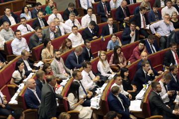 Zełenski chce pozbawiać posłów mandatu za nie osobiste głosowanie i nieobecność w pracy