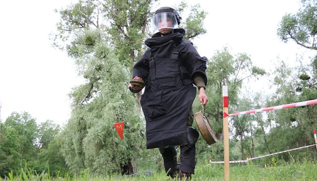 Разминирование Донбасса: Нацгвардия готовит саперов