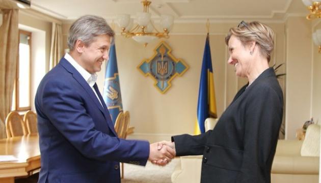Посол Німеччини запевнила Данилюка у підтримці оборонних реформ в Україні