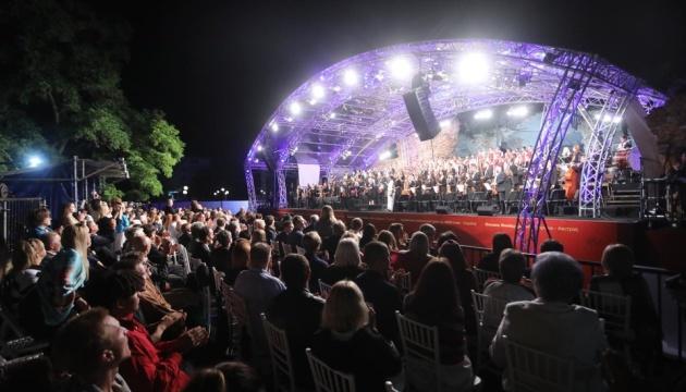 Первый концерт LvivMozArt сыграли возле разрушенной синагоги