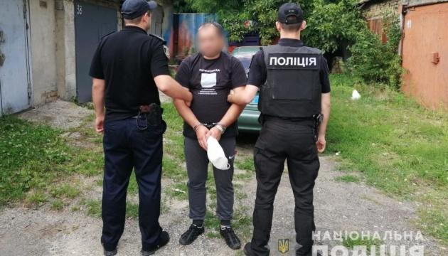 Під Києвом затримали таксиста, який прикував у підвалі пасажира